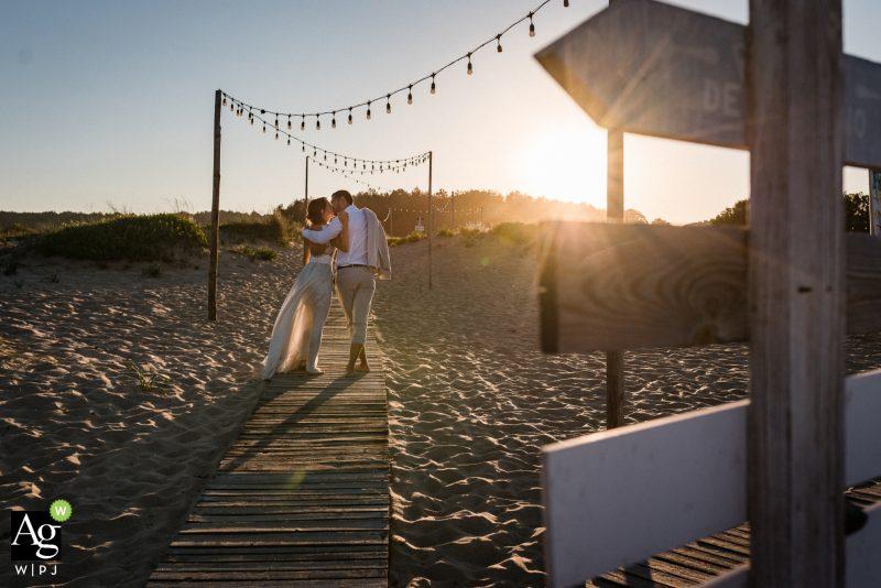 Младоженци и залез